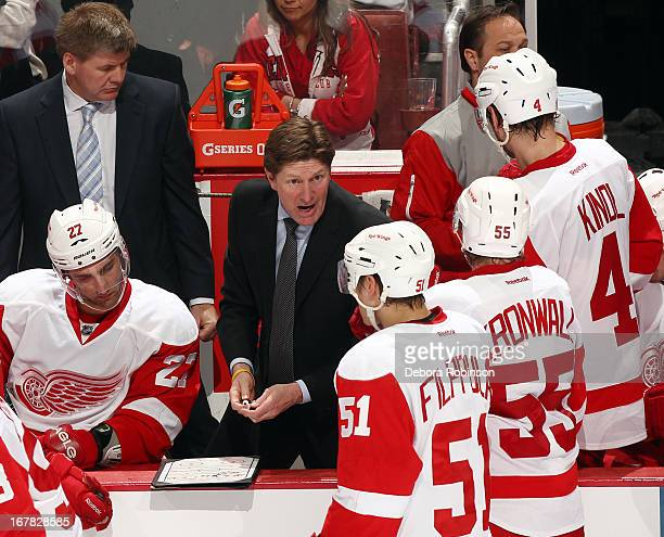 Detroit Red Wings head coach Mike Babcock talks to his players during the game against the Anaheim Ducks in Game One of the Western Conference...