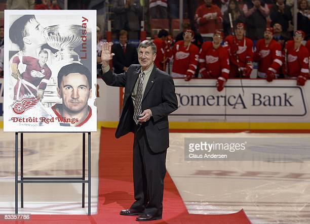 Detroit Red Wings legend Ted Lindsay waves to the crowd prior to start of game between the Detroit Red Wings and the New York Rangers on October 18...