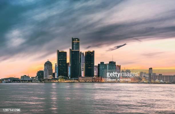 detroit skyline at dusk - detroit stock pictures, royalty-free photos & images