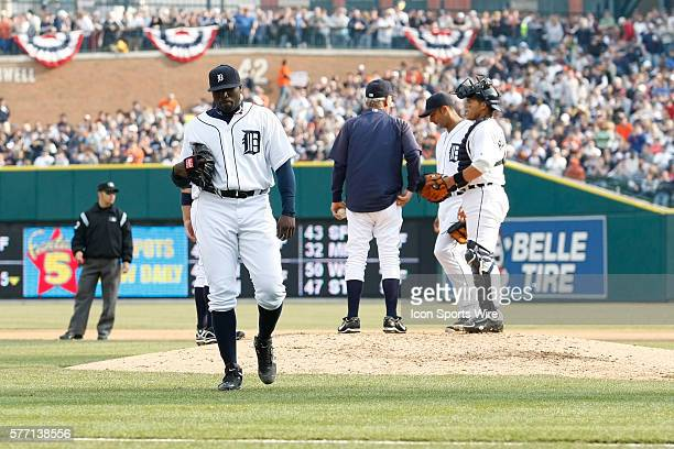 Detroit Tigers pitcher Dontrelle Willis walks off the mound during the Chicago White Sox 53 win over the Detroit Tigers at Comerica Park in Detroit...
