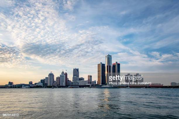 detroit's skyline - daytime - across the detroit river - detroit michigan stock-fotos und bilder