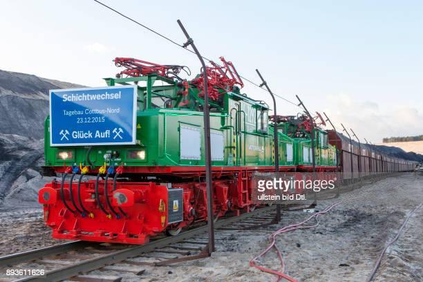 DEU/Brandenburg/Cottbus/Neuendorf Tagebau CottbusNord Der letzte Kohlezug faehrt aus dem Tagebau CottbusNord Mit einer Festveranstaltung und dem...