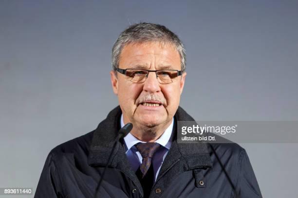 DEU/Brandenburg/Cottbus/Neuendorf Tagebau CottbusNord Dr Hartmuth Zeiss Vorstandsvorsitzender Vattenfall Europe Mining Generation spicht auf der...