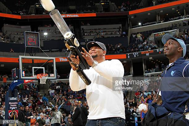 Deuce McAllister formerly of the New Orleans Saints shoots the prize cannon in a game between the New York Knicks and the Memphis Grizzlies on March...