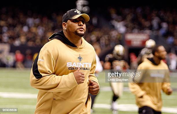 Deuce McAllister of the New Orleans Saints runs towards the locker room for halftime against the Arizona Cardinals during the NFC Divisional Playoff...