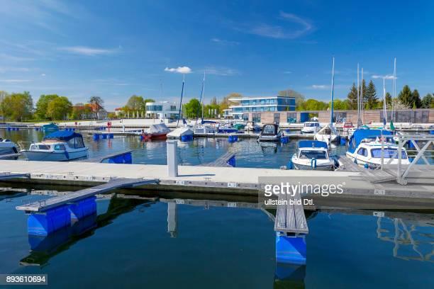 DEU/Deutschland/Brandenburg/Senftenberg Stadthafen Senftenberg Sportboote liegen im Hafen von Senftenberg am Senftenberger See im Lausitzer Seenland