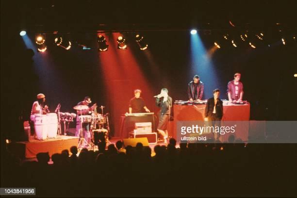 Deutsch Amerikanische Freundschaft kurz DAF Konzert der deutschen Band mit Saenger Gabi DelgadoLopez 1985 in Hamburg