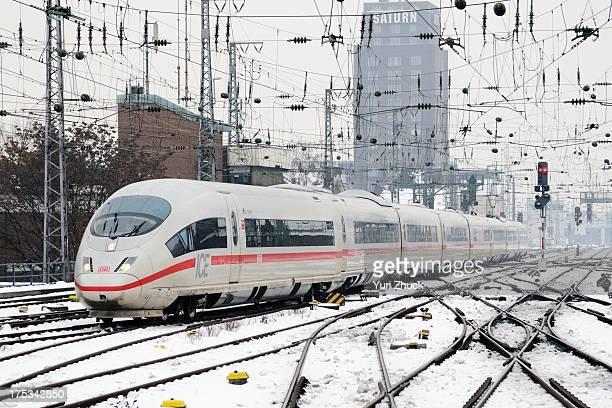 CONTENT] Deutsche Bahn class 403 highspeed EMU arrives at Köln Hbf