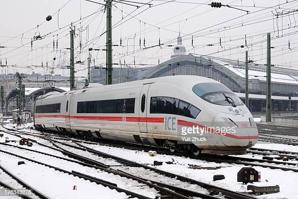 """Deutsche Bahn high-speed EMU ICE3M 4607 """"Hannover"""" arrives at Hbf."""