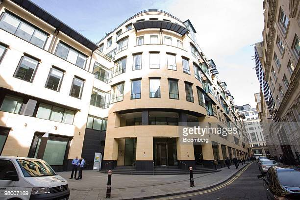 Deutsche Bank offices stand at 1 Great Winchester Street in London UK on Wednesday March 24 2010 The UK's Financial Services Authority arrested a...