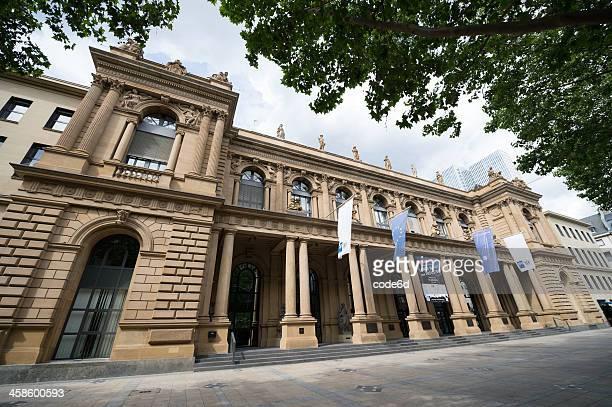 boerse ag der deutschen börse in frankfurt, deutschland - dax stock-fotos und bilder