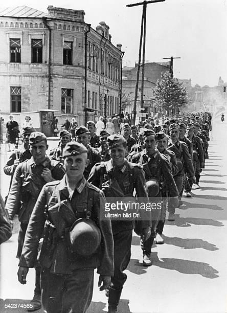 Deutsche Divisionen ziehen durch Charkow