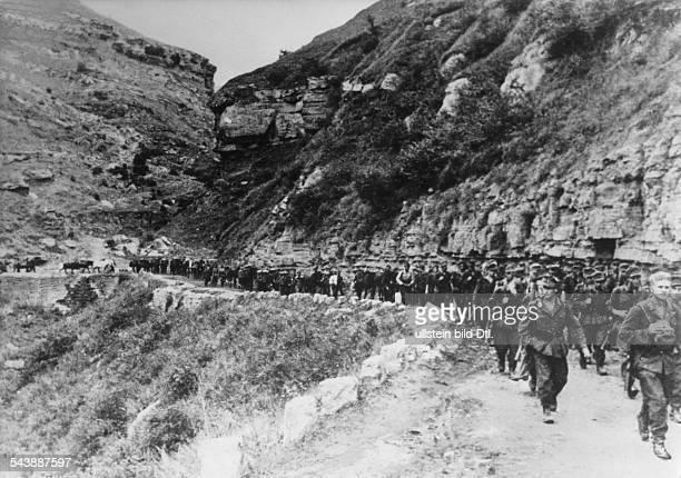 Deutsche Gebirgsjäger auf dem Vormarschim Kubantal im Kaukasus