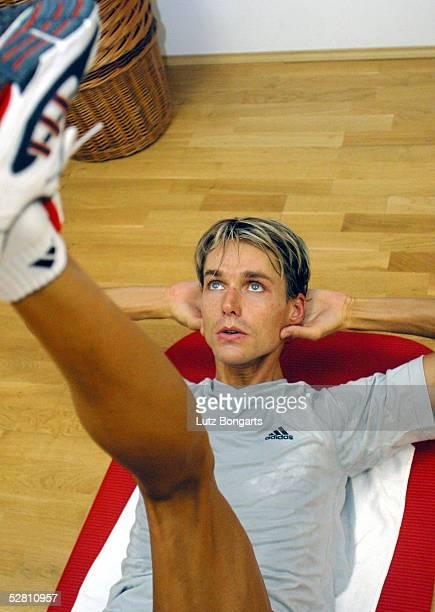 Deutsche Nationalmannschaft Trainingslager 2003, Zinnowitz/Insel Usedom; Sven HANNAWALD bei der Gymnastik