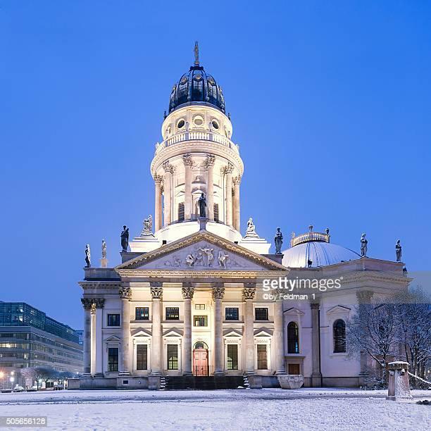 deutscher dom am gendarmenmarkt im winter - kuppeldach oder kuppel ストックフォトと画像