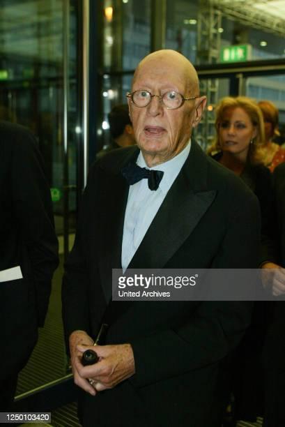 Deutscher Fernsehpreis 2002 - Auftakt zur Verleihung des 4 Deutschen Fernsehpreis. Der Fernsehautor Wolfgang Menge erhält den Ehrenpreis.