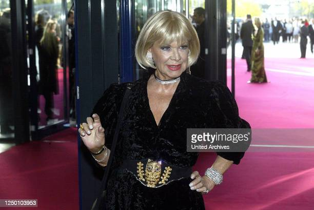 Deutscher Fernsehpreis 2004 - Verleihung des 6 Deutschen Fernsehpreises im Coloneum in Köln. Roter Teppich. Ingrid van Bergen.