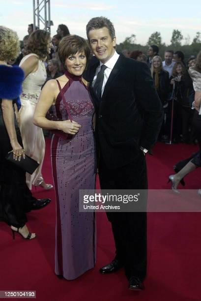 Deutscher Fernsehpreis 2004 - Verleihung des 6 Deutschen Fernsehpreises im Coloneum in Köln. Roter Teppich. Birgit Schrowange und Markus Lanz.