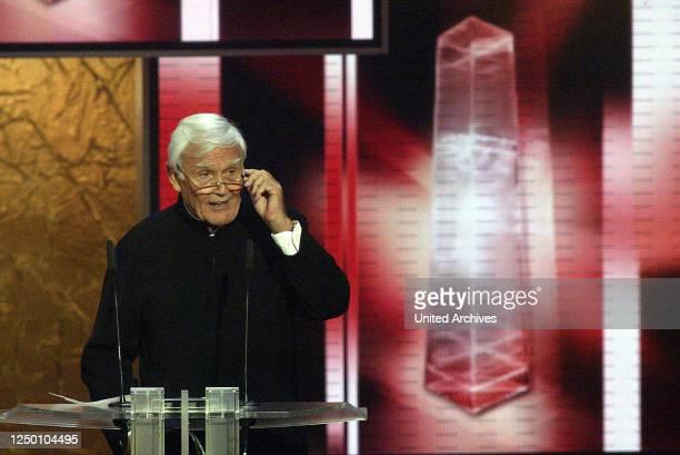 Deutscher Fernsehpreis 2004 - Verleihung des 6 Deutschen Fernsehpreises im Coloneum in Köln. Joachim Fuchsberger.