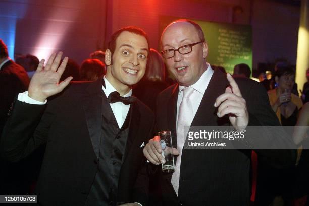 Deutscher Fernsehpreis 2004 - Verleihung des 6 Deutschen Fernsehpreises im Coloneum in Köln. After-Show-Party. Kaya Yanar und Hans Werner Olm.