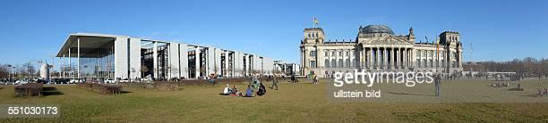 Deutscher Reichstag, Sitz des Bundestags, links daneben Marie-Luise-Lüders-Haus, Panoramaufnahme