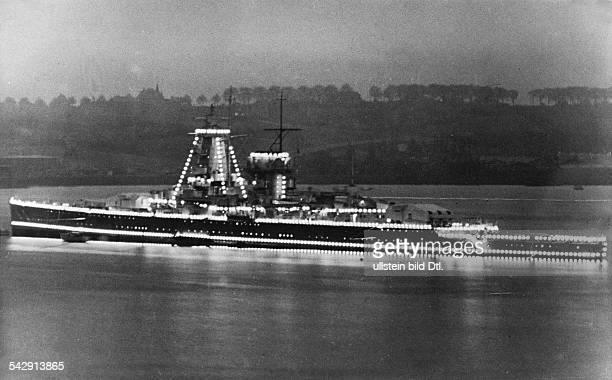 Deutsches Panzerschiff 'Admiral Graf Spee' bei Nacht mit Probeleuchtung für die Flootenschau bei Spithead anlässlich der Krönung Georg VI von England...