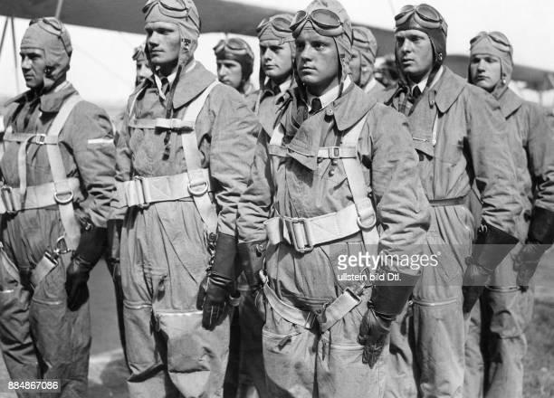Deutsches Reich Militaerfliegerschule Neuruppin Flugschüler in Fliegerkleidung Willi Ruge Originalaufnahme im Archiv von ullstein bild