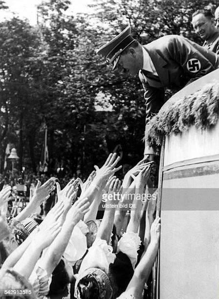 Deutsches Turn und SportfestBreslau 1938 Frauen grüßen Adolf Hitler 1938