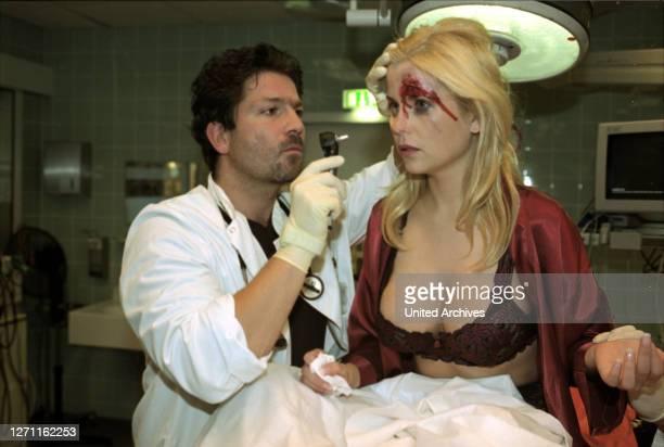 Deutschland 2001 / In Berlin begannen die Dreharbeiten zur dritten Staffel der SAT.1-Serie 'Klinikum Berlin-Mitte'. Als Gaststar in der ersten Folge...