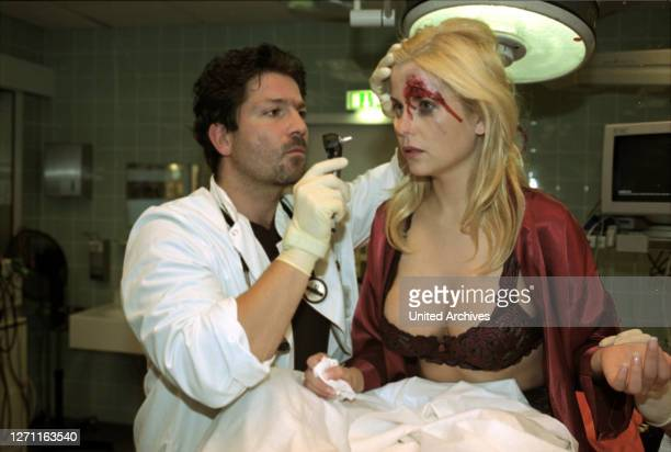 Deutschland 2001 / Ulrich Zrenner In Berlin begannen die Dreharbeiten zur dritten Staffel der SAT.1-Serie 'Klinikum Berlin-Mitte'. Als Gaststar in...