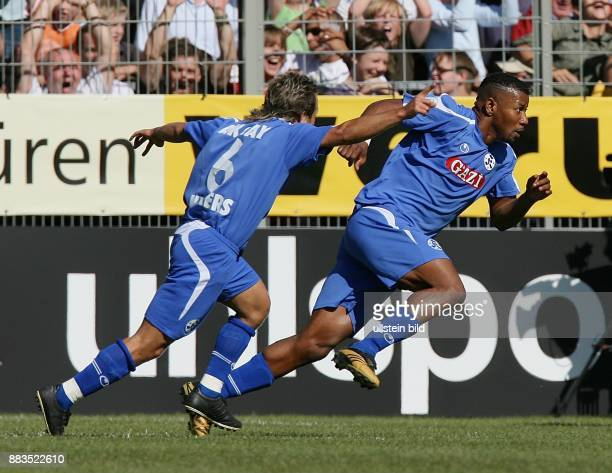 Deutschland BadenWürttemberg Stuttgart DFBPokal Saison 2006/2007 Stuttgarter Kickers Hamburger SV 43 nach Verlängerung Stuttgarts Mustafa Akcay und...