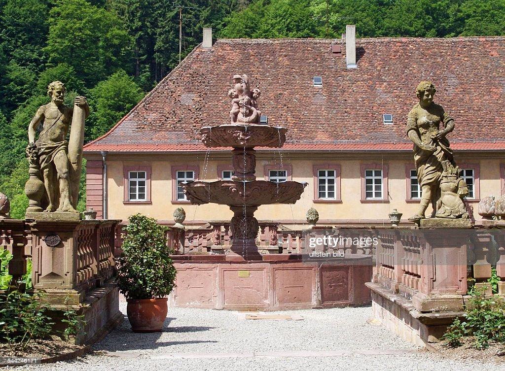 Deutschland, Baden Wuerttemberg, Tauberbischofsheim, Brunnen Vor Dem  Kloster Bronnbach