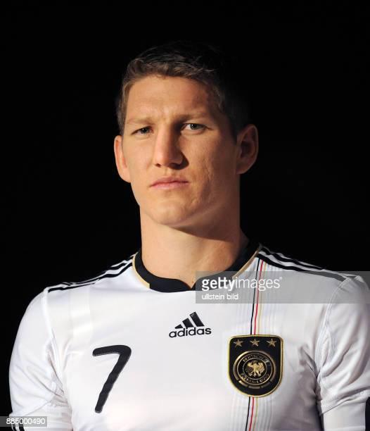 Deutschland Bayern Die FussballNationalmannschaft bei Sponsor Adidas in Herzogenaurach Praesentation des neuen Trikots 'Teamgeist' fuer die WM 2010...