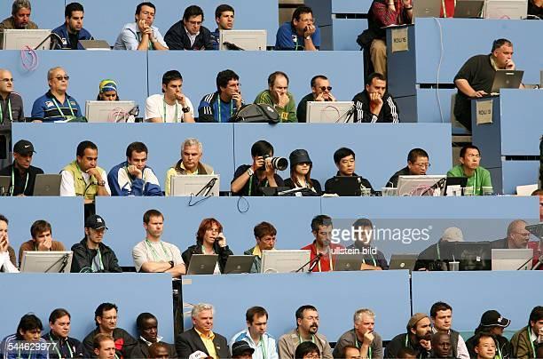Deutschland Bayern München Fussball / FIFA Weltmeisterschaft WM 2006 Medientribüne beim Spiel BrasilienGhana / Medientribuene Medientribüne