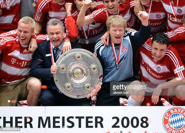 Deutschland Bayern Muenchen Munich Bundesliga Saison 2007/2008 FC Bayern Muenchen Hertha BSC Berlin 41 die Mannschaft des FC Bayern feiert die...