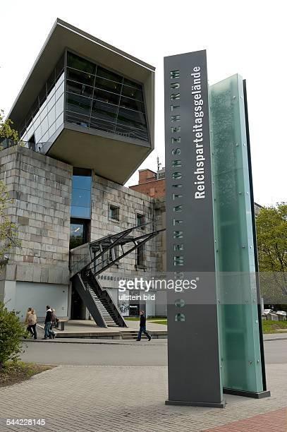 Deutschland Bayern Nürnberg Eingang zum Dokumentationszentrum Reichsparteitagsgelände