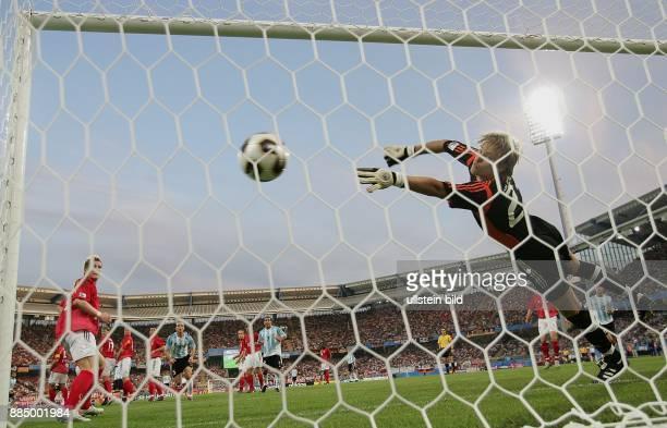 Deutschland Bayern Nürnberg FIFA KonföderationenPokal 2005 Gruppe A ArgentinienDeutschland 22 Tor von Juan Riquelme zum 11Ausgleich vorbei an der...