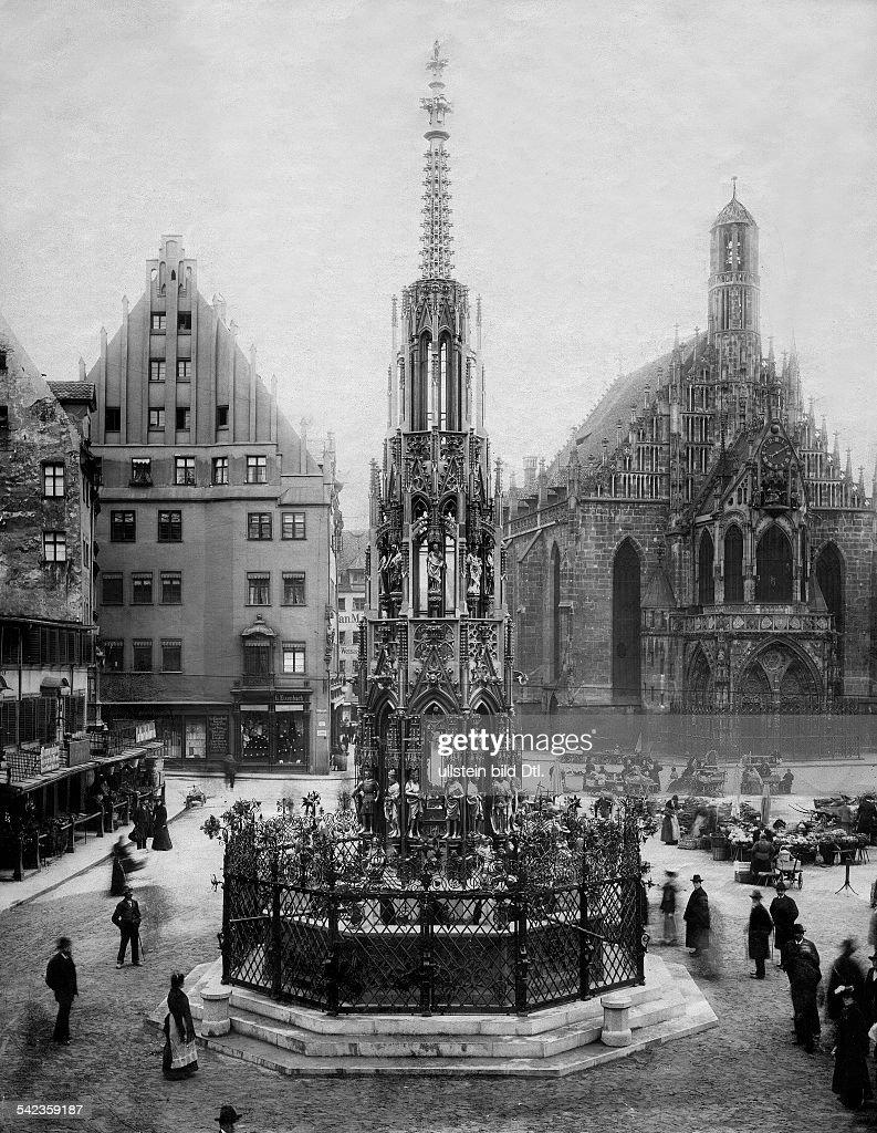 Der Schöne Brunnen Am Alt   Markt; Im Hintergrund Die Frauenkirche  Um 1900