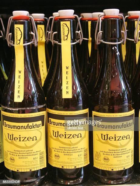 Deutschland Berlin Biosupermarkt Fresh 'N' Friends Biokost Bier Weizen der Braumanufaktur Forsthaus Templin Bierflasche mit Buegelverschluss