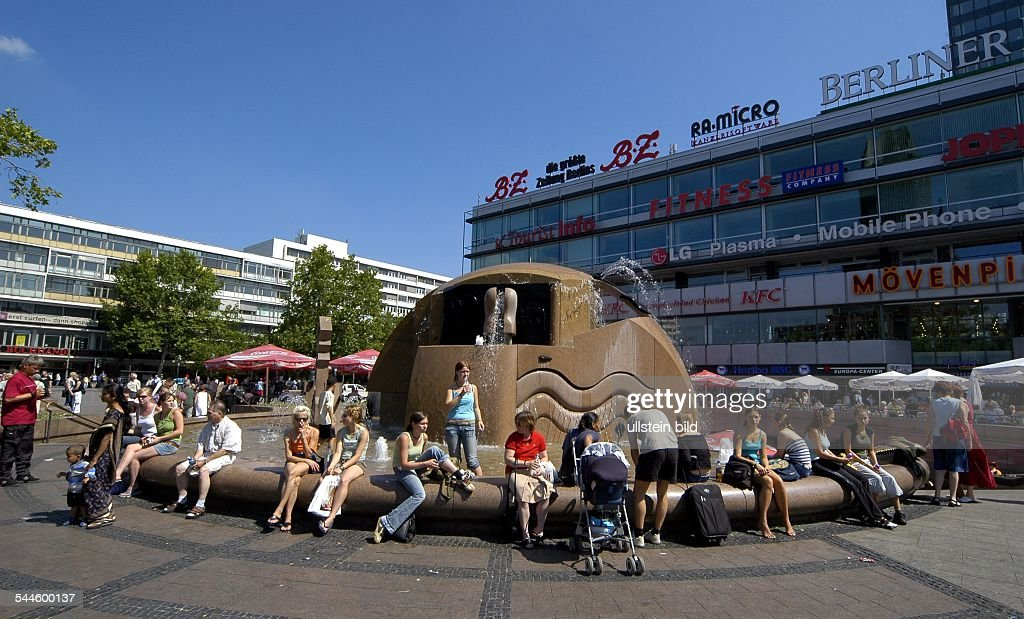 Deutschland, Berlin, Breitscheidplatz, Brunnen U0027Wasserklopsu0027