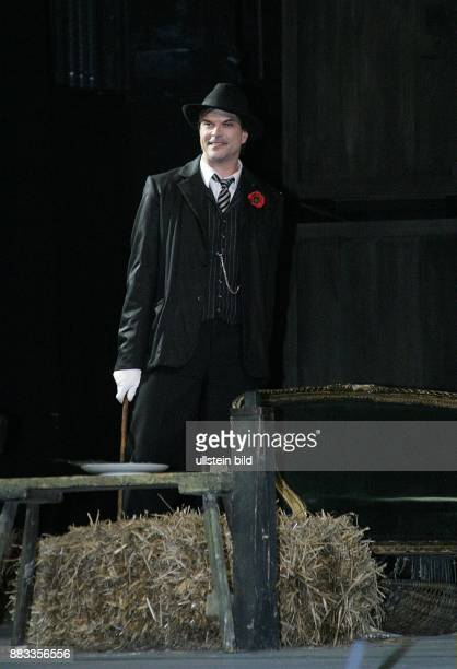 Deutschland Berlin Campino als MACKIE MESSER bei einer Probe zur Dreigroschenoper Bertolt Brecht / Kurt Weill im Admiralspalast Klaus Maria Brandauer
