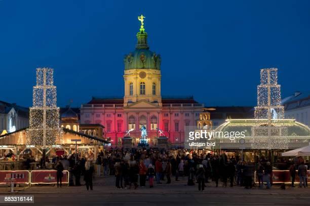 Deutschland Berlin Charlottenburg - Weihnachtsmarkt vor dem Schloss Charlottenburg -