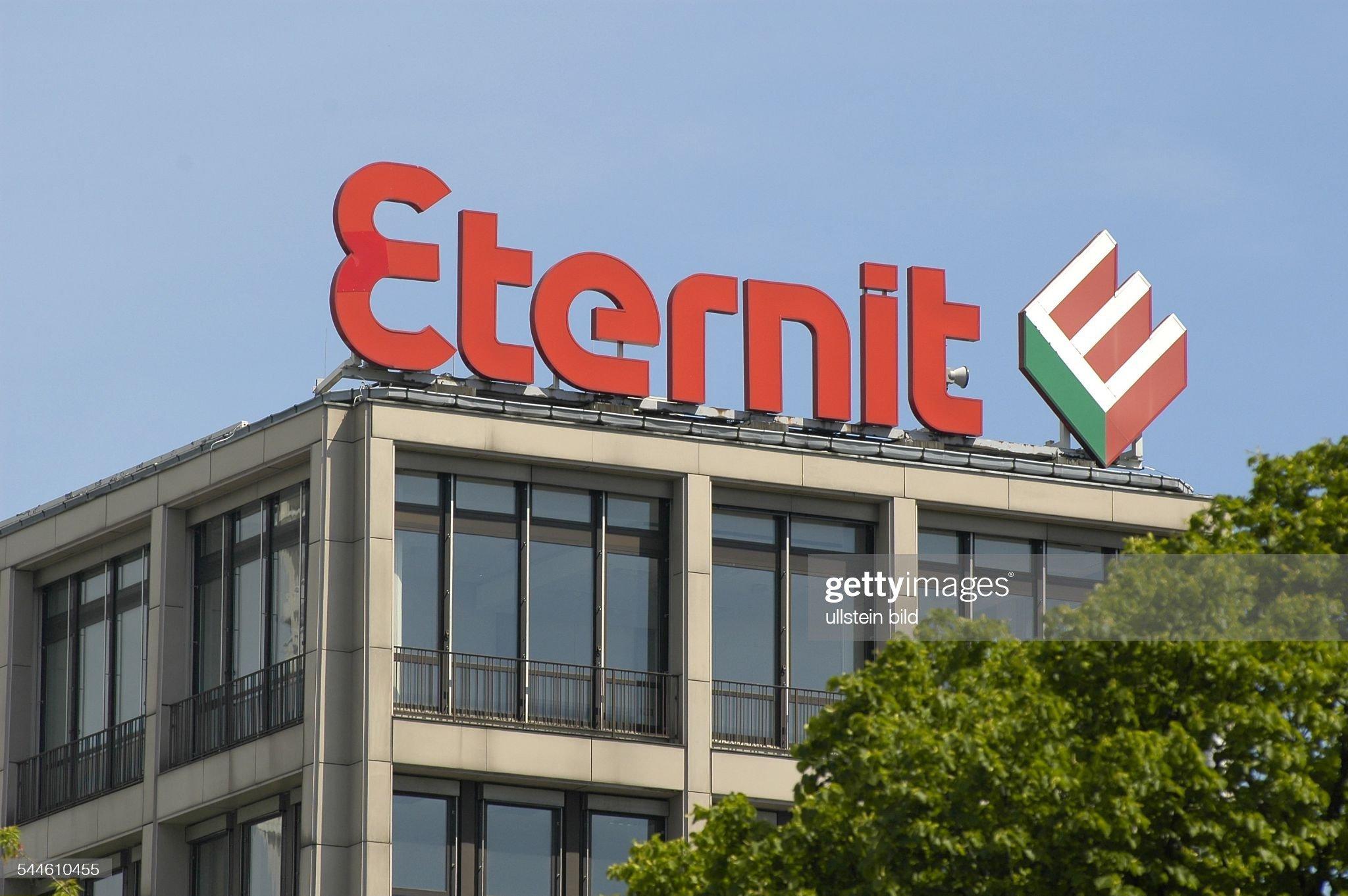 Berlin - Ernst-Reuter-Platz Werbung Eternit : Fotografía de noticias
