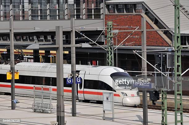 Deutschland Berlin ICE auf dem Bahnhof Gesundbrunnen