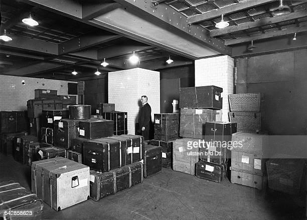 Deutschland Berlin Kisten und Koffer in der Stahlkammer der Deutschen Bank veröffentlicht in Berliner Morgenpost