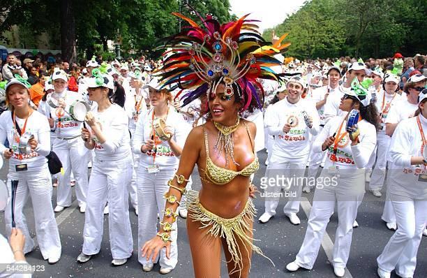 Deutschland Berlin Kreuzberg Karneval der Kulturen Sapucaju No Samba