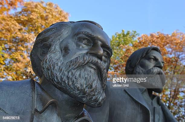 Deutschland Berlin MarxEngelsSkulptur in Mitte MarxEngelsForum