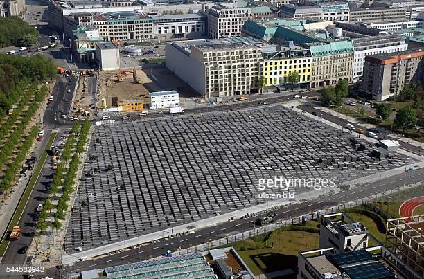 Blick aus erhoehter Sichtauf das HolocaustMahnmal