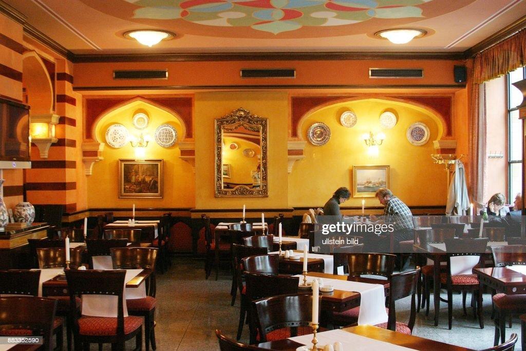 das persische restaurant hasir in der oranienburger strasse news photo getty images. Black Bedroom Furniture Sets. Home Design Ideas