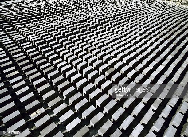 HolocaustMahnmal fuer die ermordeten Juden Europas ein von Peter Eisenman entworfenes Stelenfeld gebaut als zentraler Ort der Erinnerung in den...